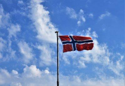 Нов закон в Норвегия задължава рекламодатели и инфлуенсъри да маркират обработвани снимки в социалните медии