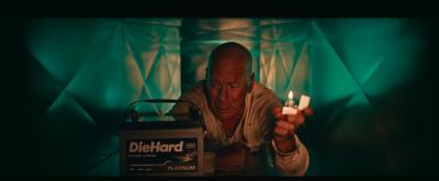 Брус Уилис отново умира трудно, този път в реклама на акумулатори