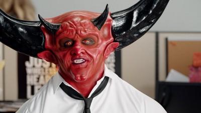 Сатаната работи в телекомуникационния сектор